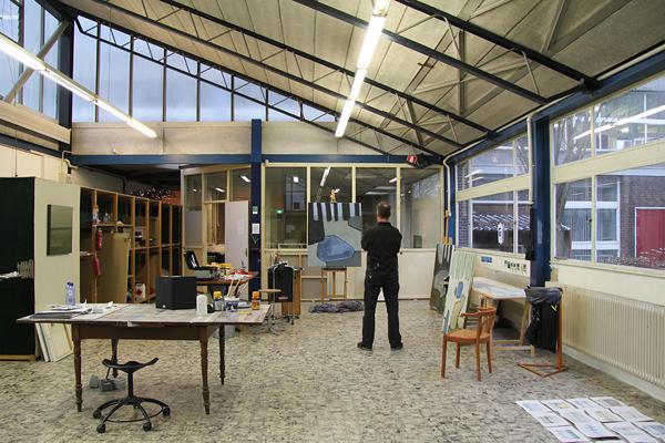 Foto van Kees in zijn atelier
